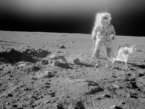 Astronautas revelan información sobre fenómeno OVNI, mientras la NASA trata de ocultarlo.