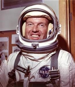 Gordon Cooper, también astronauta de la NASA, confesó públicamente antes de morir que vio en muchas ocasiones platillos voladores provenientes de lo que él consideró una civilización tecnológicamente mucho más avanzada.