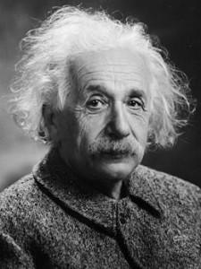 Einstein descubrió la forma en que la energía y la masa se relacionan con la famosa fórmula de E=mc2    Según esta formula, la energía se trasforma en masa y viceversa. Es así como la energía de la colisión de los protones en el colisionador da origen a masa nueva, partículas que existieron solamente después del Big Bang.