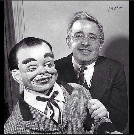 El títere de Uribe