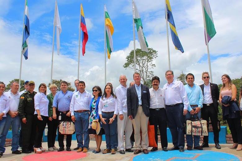 Misión diplomática, Gobierno Nacional y periodistas al Huila.