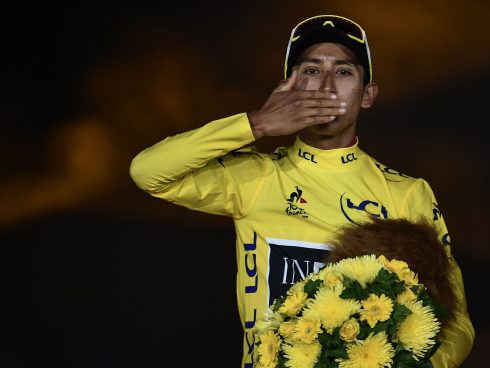 Colombia's Egan Bernal celebrates his overall leader's yellow jersey on the podium of the 21st and last stage of the 106th edition of the Tour de France cycling race between Rambouillet and Paris Champs-Elysees, in Paris on July 28, 2019. / AFP / Anne-Christine POUJOULAT