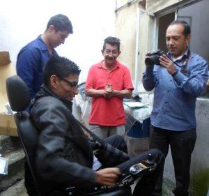 Josmer recibe su nueva silla de ruedas de motor - foto tomada por Saira Lucía Caviedes Forero