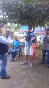 Entrega de acordeón a Leandro en Montería - foto La Sal en la Herida