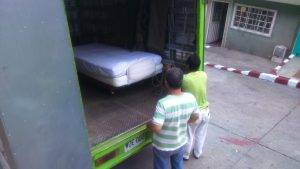 Entrega de cama hospitalaria eléctrica a Jósmer- fotot La Sal en la Herida