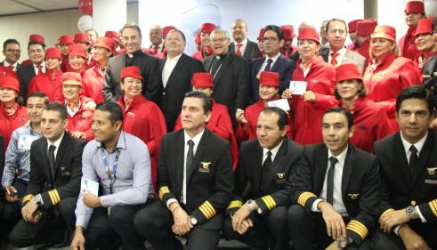 Homenaje a la tripulación que transportará al Santo Padre - foto La Sal en la Herida