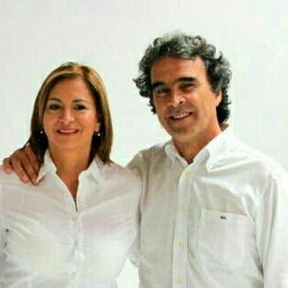 Esperanza Vargas Quimbaya, aspirante a la Cámara de Representantes por el departamento del Meta, por Coalición Colombia, #103 en el tarjetón. Acá con Sergio Fajardo - foto personal