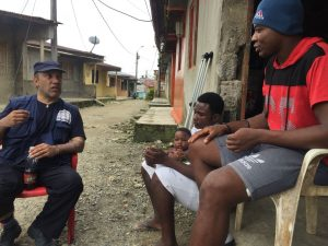 Con 'Bonay' en su barrio 'El Reposo' de Quibdó esperando su cirugía - foto personal