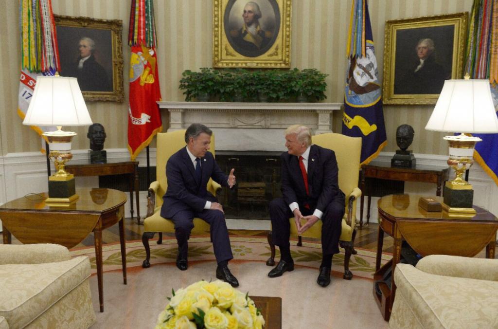 Lenguaje_corporal_Trump_Santos1