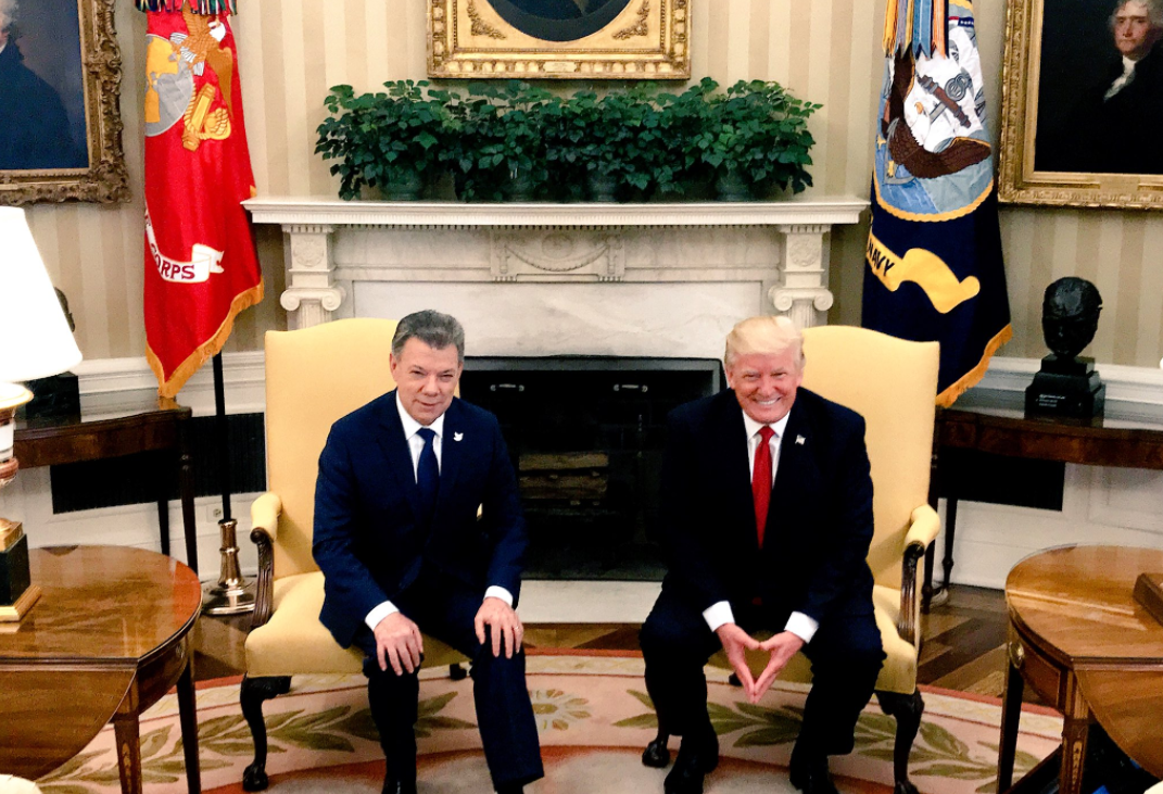 Lenguaje_corporal_Trump_Santos2