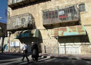 Calle Al Shuhada en Hebro. Comercios y viviendas confiscadas y cerrada a los palestinos, de uso exclusivo de colonos israelíes.