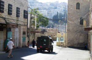 Calle Al-Shuhada en Hebron, cerrada por los colonos y el ejercito israelí