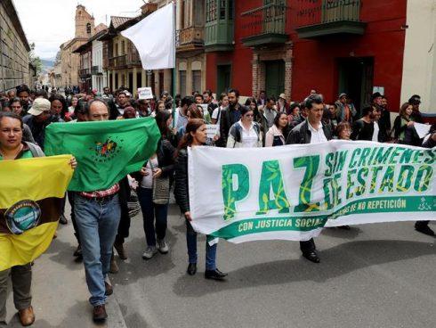 Movilización en Bogotá, para pedir al Gobierno implementación de lo acordado en sustitución de cultivos de uso ilícito.