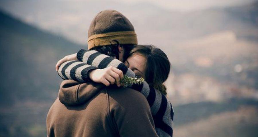Resultado de imagen para abrazo hombre y mujer