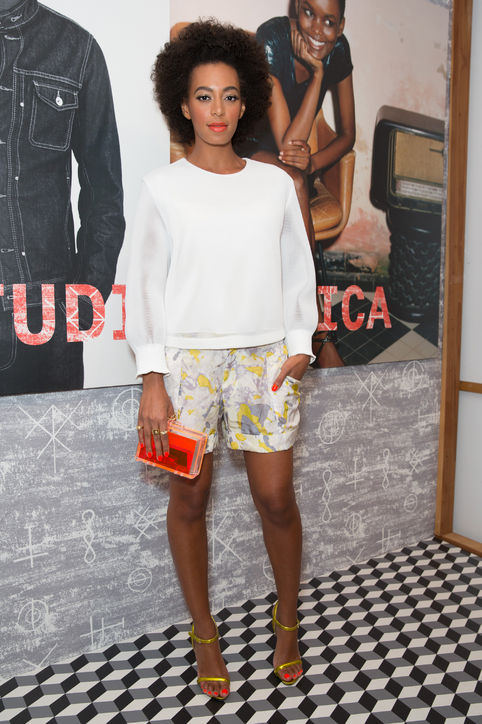 solange-shorts-sweatshirt-sandals-h724