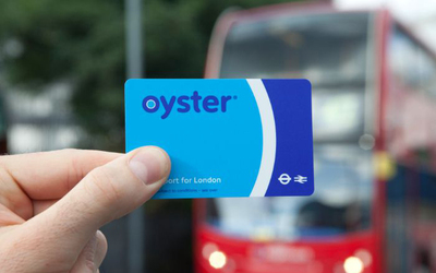 Oyster card. Imagen tomada de: Best ways for visitors to pay - Transport for London (https://tfl.gov.uk/travel-information/visiting-london/getting-around-london/best-ways-for-visitors-to-pay)