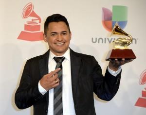 Jorge Celedón, al recibir el Grammy Latino de vallenato/cumbia 2014. Efe.