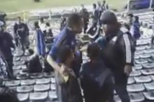 Hincha exigía que niños que no llevaban colores azules salieran de la tribuna