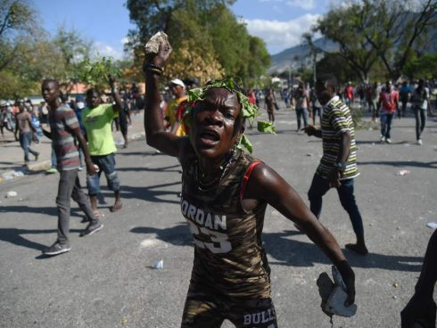 Foto: Hector Retamal/AFP/Getty Images. Tomada de CNN - In pictures: Unrest in Haiti (February 21, 2019) (https://edition.cnn.com/2019/02/21/americas/gallery/haiti-unrest/index.html)