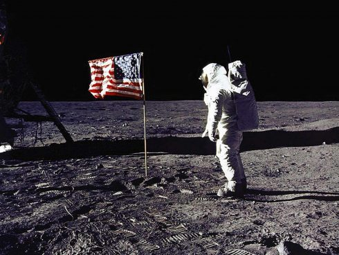 "(FILES)  This 20 July 1969 file photo released by NASA shows astronaut Edwin E. ""Buzz"" Aldrin, Jr. saluting the US flag on the surface of the Moon during the Apollo 11 lunar mission.  The 20th July 1999 marks the 30th anniversary of the Apollo 11 mission and man's first walk on the Moon.          AFP PHOTO   NASA"
