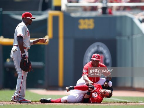 CINCINNATI, OH - JUNE 10: Zack Cozart #2 of the Cincinnati Reds holds his knee after suffering an injury on a play at first base in the first inning against the Philadelphia Phillies at Great American Ball Park on June 10, 2015 in Cincinnati, Ohio. (Photo by Joe Robbins/Getty Images)