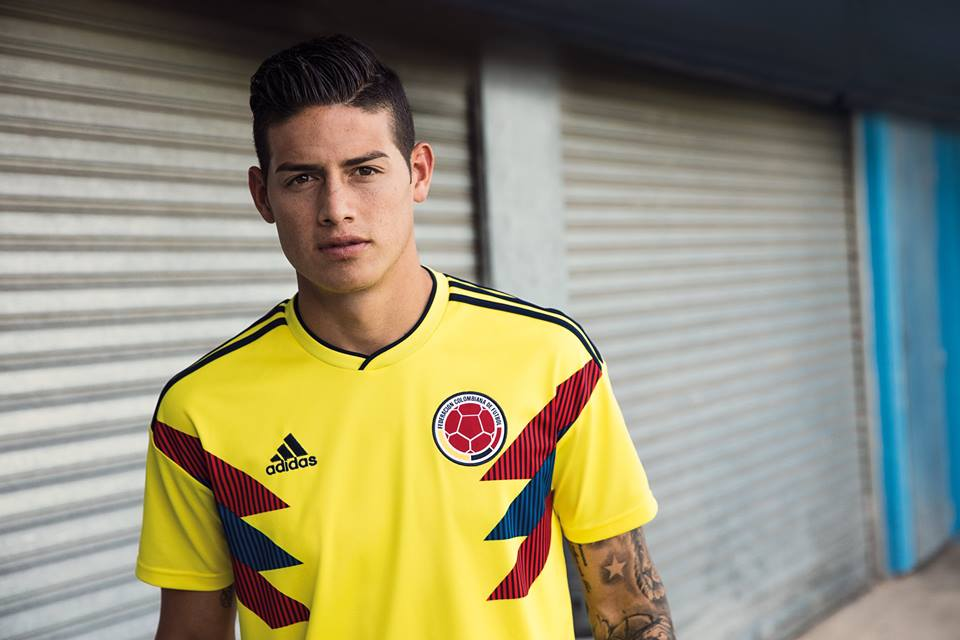 James Rodríguez sporting that hair-line look. We're not buying it ...
